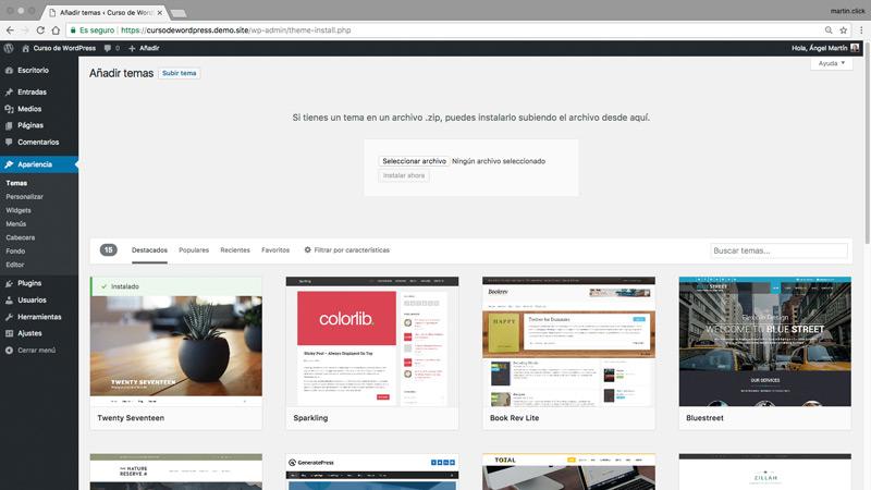 Si tienes un tema personalizado o un tema premium puedes instalarlo a través de la opción Subir tema
