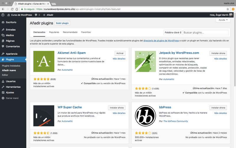 El panel de añadir plugins te permite añadir cualquier plugin del repositorio oficial de WordPress