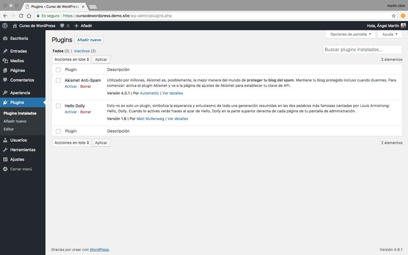 El panel de plugins instalados te permite controlar los plugins de tu instalación de WordPress